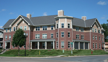 Exterior photo of Lincoln Place, a youth supportive housing apartment building in Eagan.